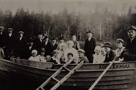 kuva-1-5-kirkkovene-juntusranta-suomussalmi-aimo-ahon-kokoelma